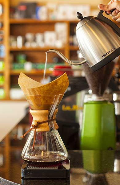 Pour over coffee brewing method with Chemex